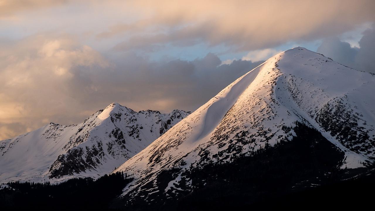 Mountains in Colorado Springs - GoodwillCarDonation.org