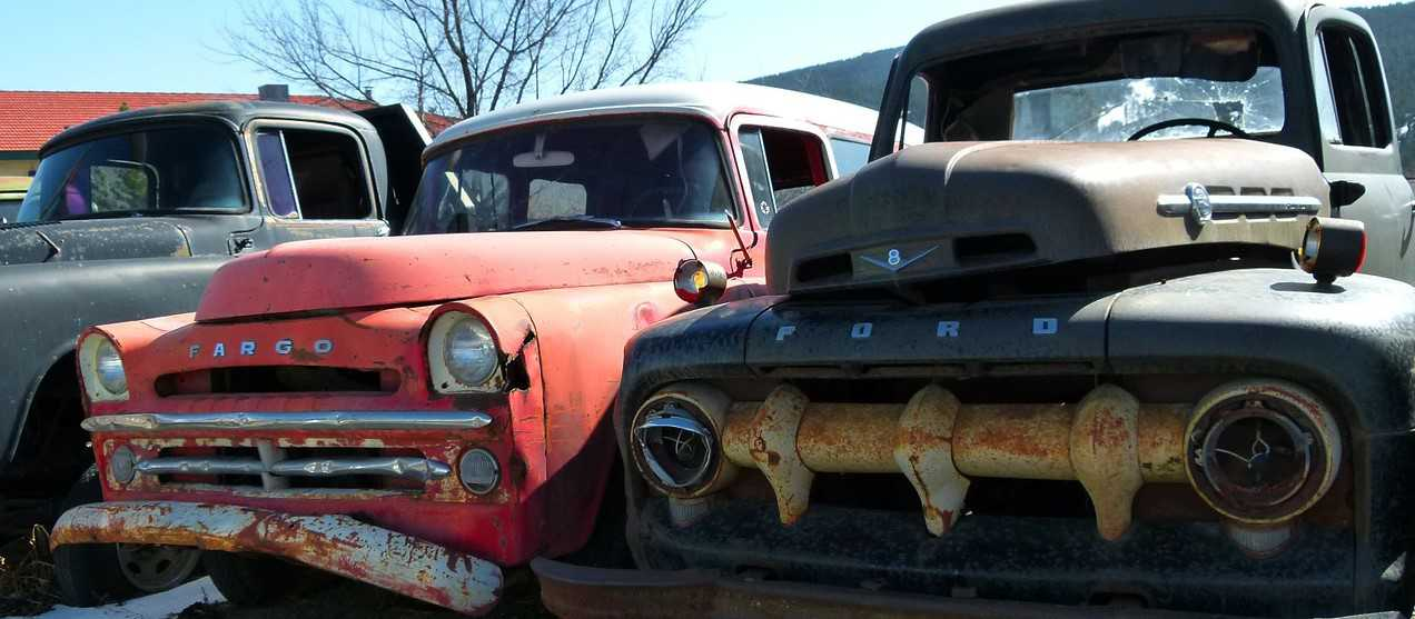 Parked Rusty Oldtimer Cars | Goodwill Car Donations